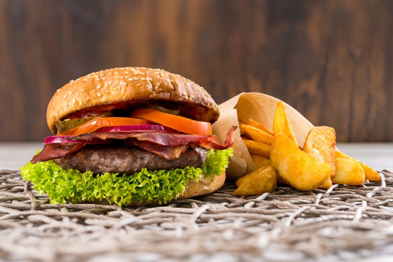 Burger de Vita cu Bacon - CWedges